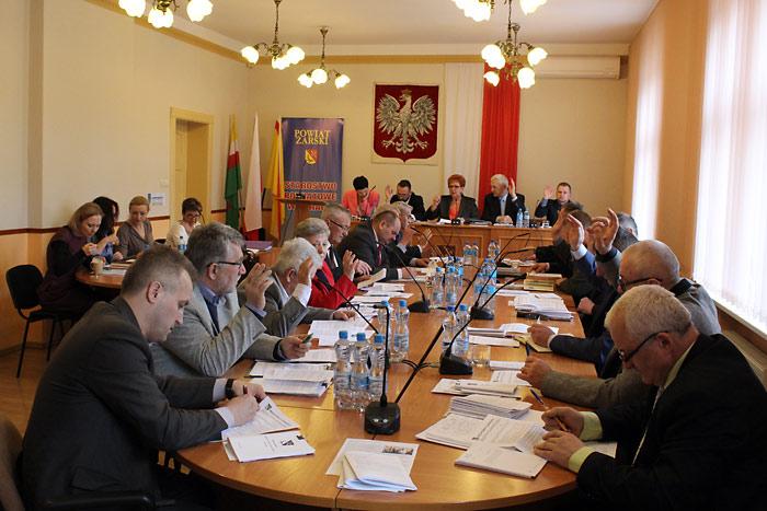 Ilustracja do informacji: XVI sesja Rady Powiatu Żarskiego