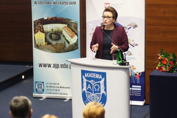 Ilustracja do informacji: Spotkanie z minister Anną Zalewską