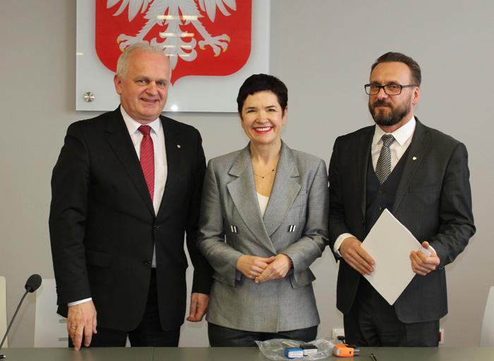 Ilustracja do informacji: Powiat Żarski pozyskał 2 271 253,00 zł z Budżetu Państwa na dofinansowanie przebudowy ul. Moniuszki w Żarach