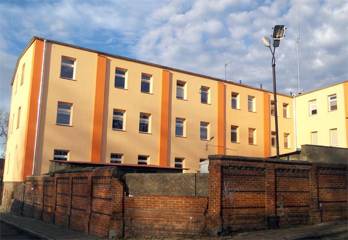 Ilustracja do informacji: Powiat Żarski rozpoczął renowację ogrodzenia przy budynku Szpitala i Domu Pomocy Społecznej w Lubsku