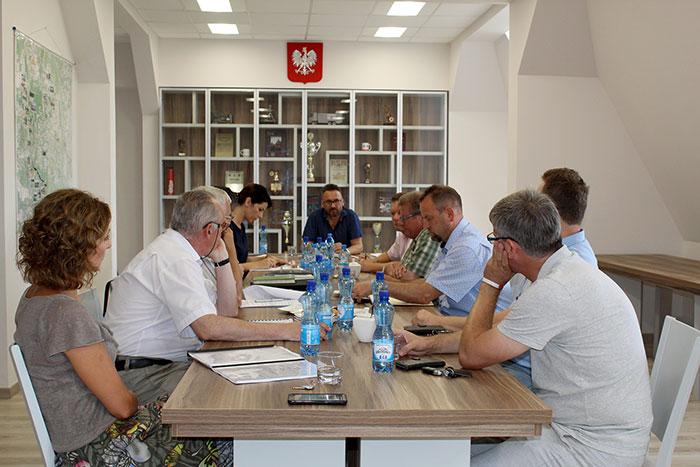Ilustracja do informacji: Posiedzenie Powiatowego Zespołu Zarządzania Kryzysowego ws. składowiska odpadów w Brożku