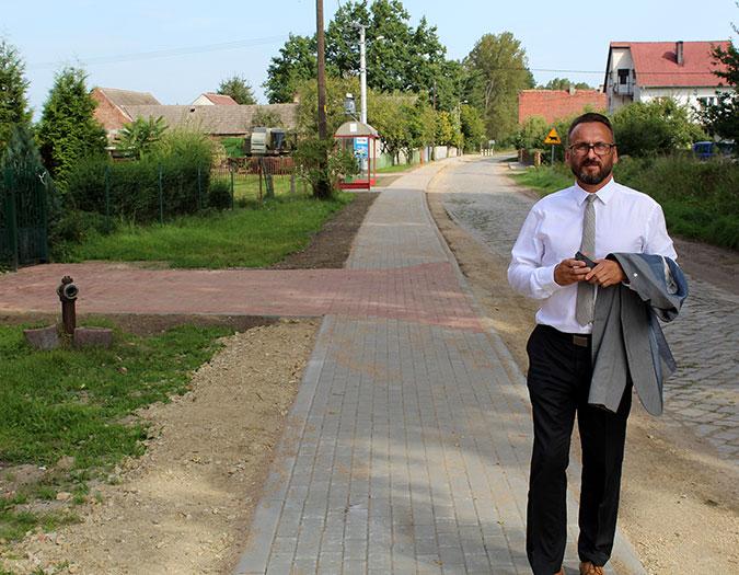 Ilustracja do informacji: Chodnik w Mokrej oddany do użytku !