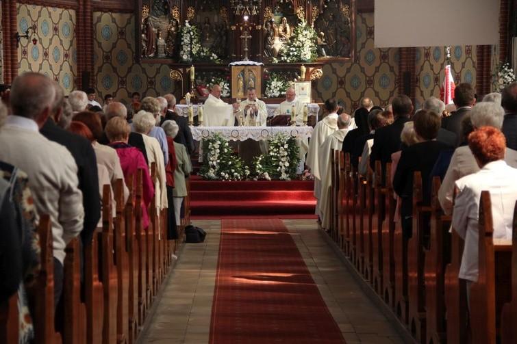 Ilustracja do informacji: Świątynia pw. Wniebowzięcia Najświętszej Maryi Panny w Żarach ma 100 lat