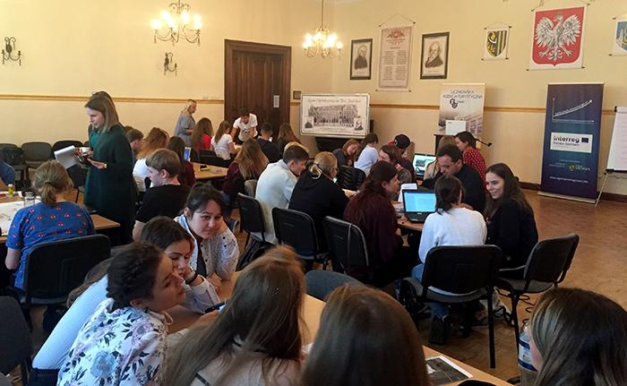 Ilustracja do informacji: Dwudniowe warsztaty w dniach 14-15 września 2017 r. w Zgorzelcu dla uczniów i nauczycieli z saksońskich i polskich szkół oraz przedstawicieli lokalnych instytucji kultury