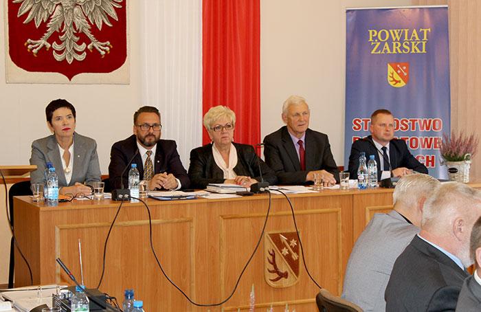 Ilustracja do informacji: XXXI Sesja Rady Powiatu Żarskiego.