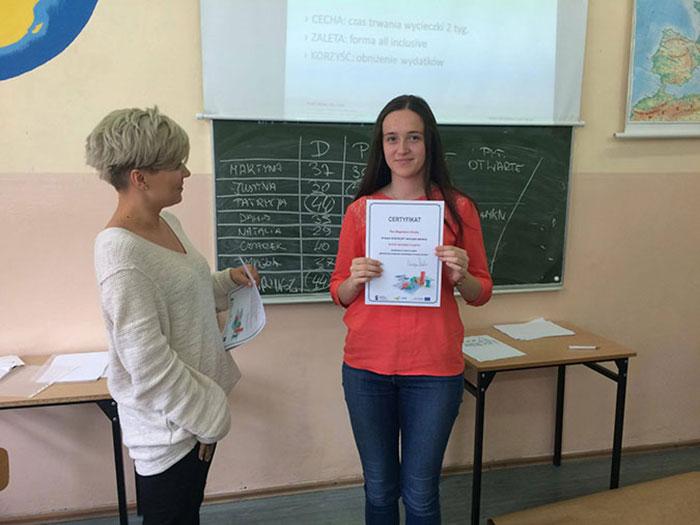 Ilustracja do informacji: Nowy rok szkolny – nowe perspektywy dla uczniów i nauczycieli szkół Powiatu Żarskiego
