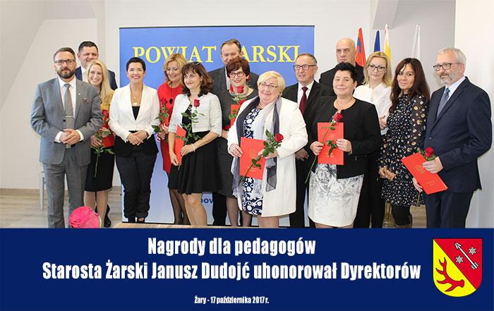 Ilustracja do informacji: Nagrody dla pedagogów. Starosta Żarski Janusz Dudojć uhonorował Dyrektorów