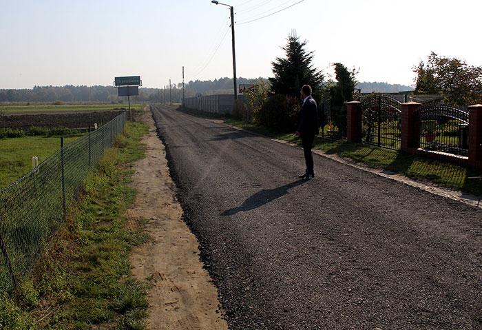 Ilustracja do informacji: Droga powiatowa Strzeszowice - Jędrzychowice zyskuje nowe oblicze!