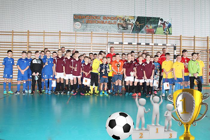 Ilustracja do informacji: Zakończenie rozgrywek Halowego Turnieju Piłki Nożnej pod Honorowym Patronatem Starosty Żarskiego Janusza Dudojcia
