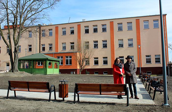 Ilustracja do informacji: Ogród przy Domu Pomocy społecznej i Szpitalu Na Wyspie w Lubsku gotowy na przyjście wiosny!