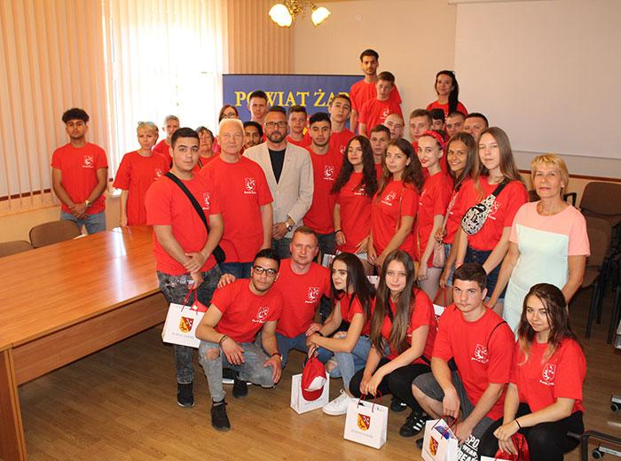 """Ilustracja do informacji: Polsko -niemiecko-ukraińska wymiana młodzieży pod hasłem """"Łowcy Uśmiechów - radość ma wiele twarzy"""""""