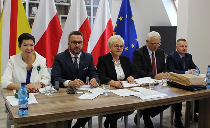 Ilustracja do informacji: Ostatnia sesja V kadencji Rady Powiatu Żarskiego