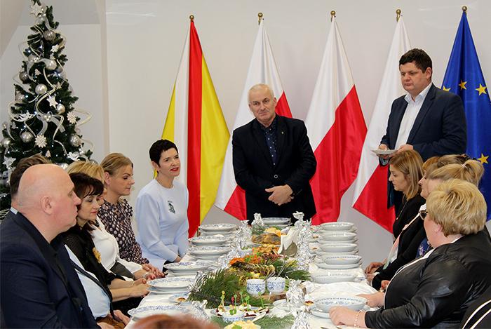Ilustracja do informacji: Spotkanie wigilijne z dyrektorami jednostek organizacyjnych Powiatu Żarskiego