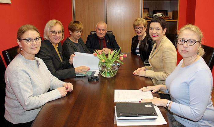 Ilustracja do informacji: Lubuski Kurator Oświaty z wizytą w Starostwie Powiatowym w Żarach