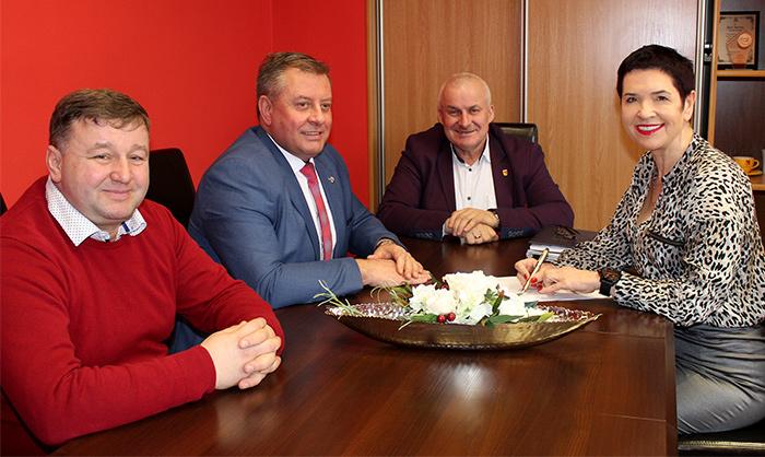 Ilustracja do informacji: Spotkanie władz Powiatu Żarskiego z Wójtem Gminy Żary Leszkiem Mrożkiem