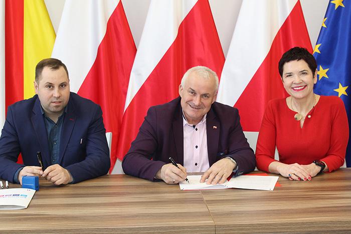 Ilustracja do informacji: Umowa na przebudowę drogi w m. Chocicz podpisana!