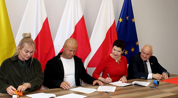 Ilustracja do informacji: Podpisanie umowy na remont dachu budynku nr 1B na terminalu północnym w Olszynie