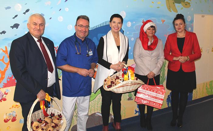 Ilustracja do informacji: Mikołajki na Oddziale Dziecięcym w Szpitalu Na Wyspie
