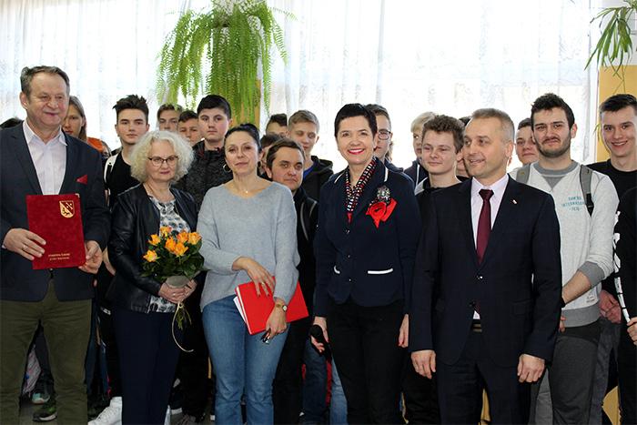 """Ilustracja do informacji: Zespół Szkół Ekonomicznych w Żarach po raz kolejny na podium (Ranking miesięcznika ,,Perspektywy"""")"""