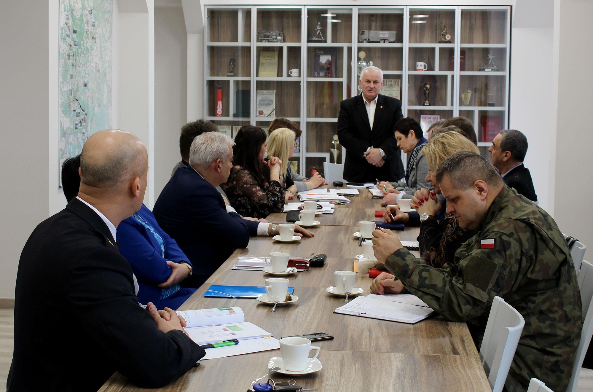 Ilustracja do informacji: Wspólne posiedzenie Powiatowego Zespołu Zarządzania Kryzysowego oraz Komisji Bezpieczeństwa i Porządku.