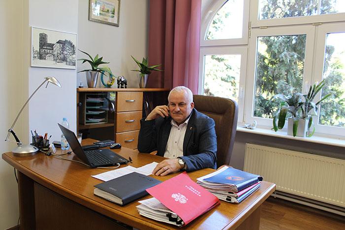Ilustracja do informacji: Zarząd Powiatu Żarskiego podjął decyzję o wsparciu lokalnych przedsiębiorców prowadzących działalność przy udziale powiatowych nieruchomości