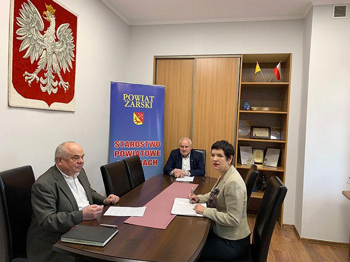 Ilustracja do informacji: Spotkanie Starosty i Wicestarosty z Dyrektorem Powiatowego Urzędu Pracy w Żarach.