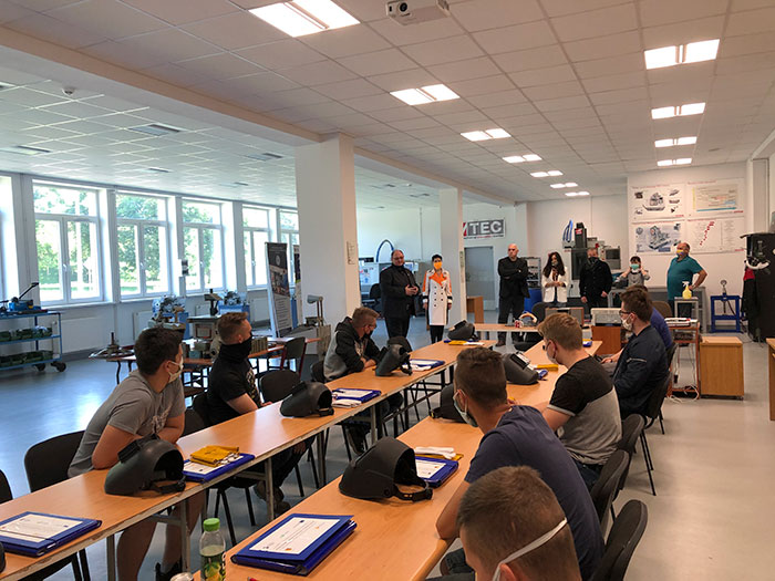 """Ilustracja do informacji: Rozpoczęły się kursy spawania TIG w ramach projektu """" Modernizacja kształcenia zawodowego w Powiecie Żarskim""""."""