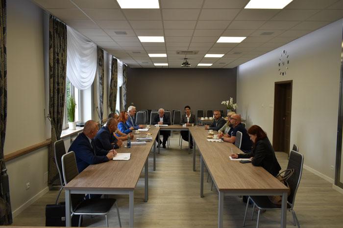 Ilustracja do informacji: Spotkanie dotyczące planowanej budowy ronda - przebudowy skrzyżowania ulic Artylerzystów, Lotników i Broni Pancernej w Żarach