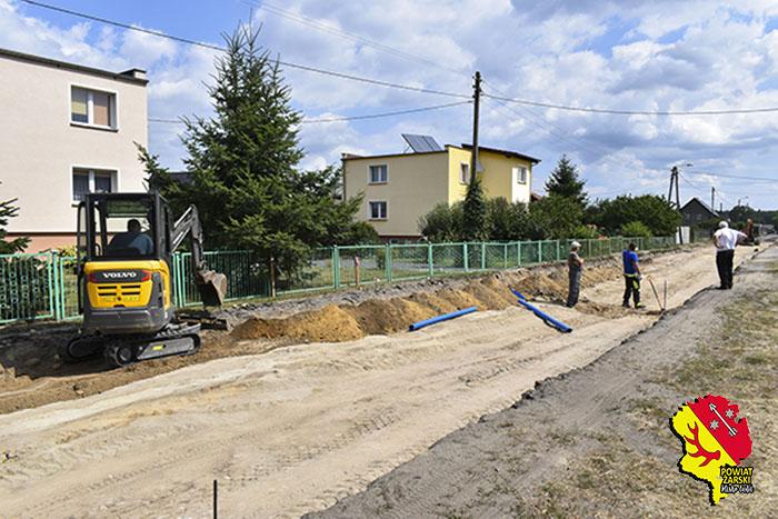 Ilustracja do informacji:  Trwają prace związane z przebudową drogi powiatowej nr 1076F w miejscowości Złotnik