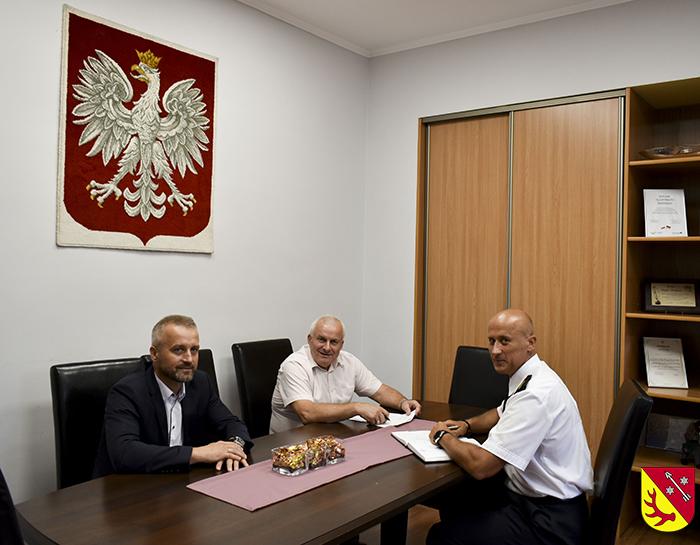 Ilustracja do informacji: Spotkanie Starosty i Członka Zarządu z Komendantem Powiatowej Państwowej Straży Pożarnej w Żarach