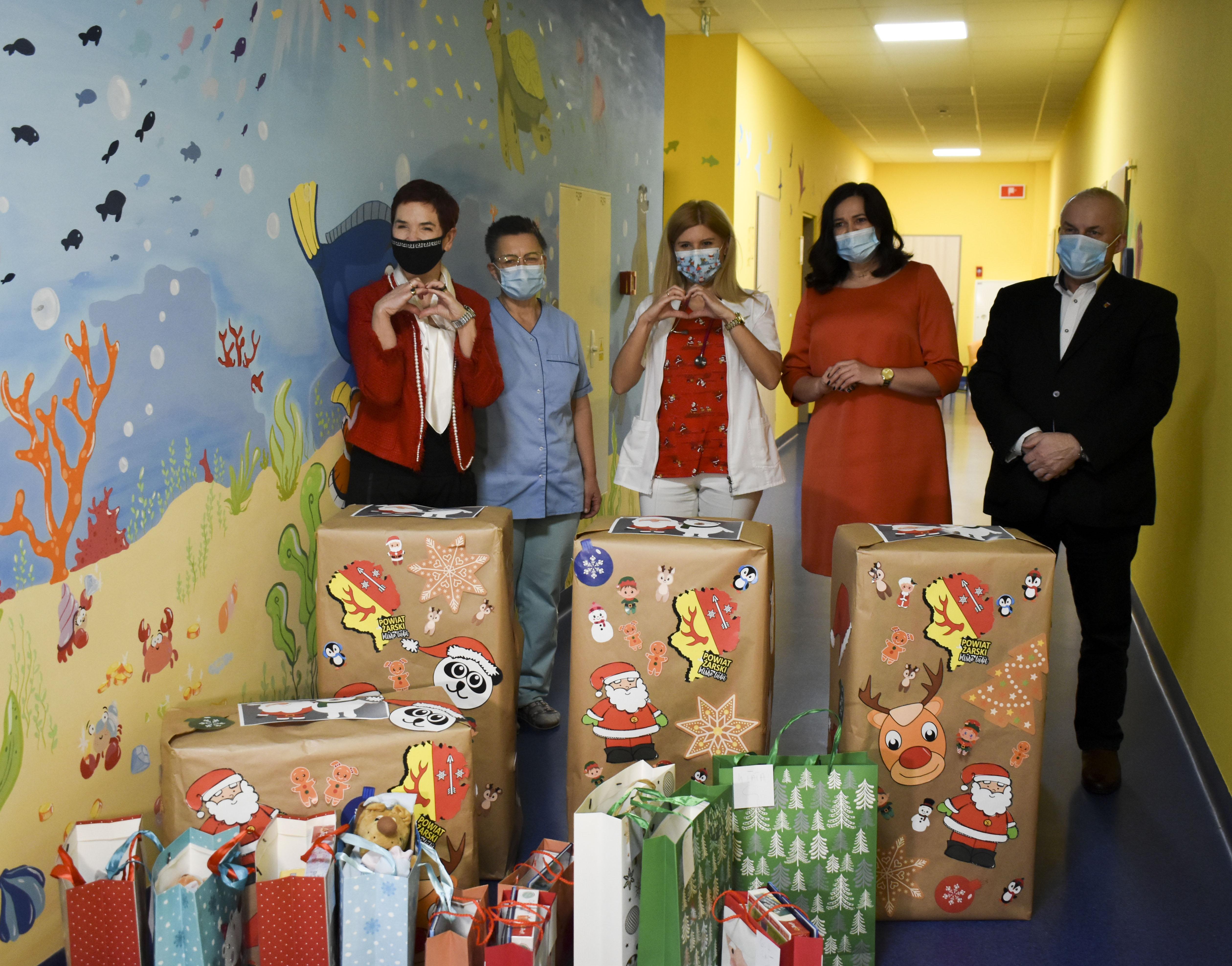 Ilustracja do informacji: Mikołajki na Oddziale Dziecięcym w Szpitalu Na Wyspie w Żarach