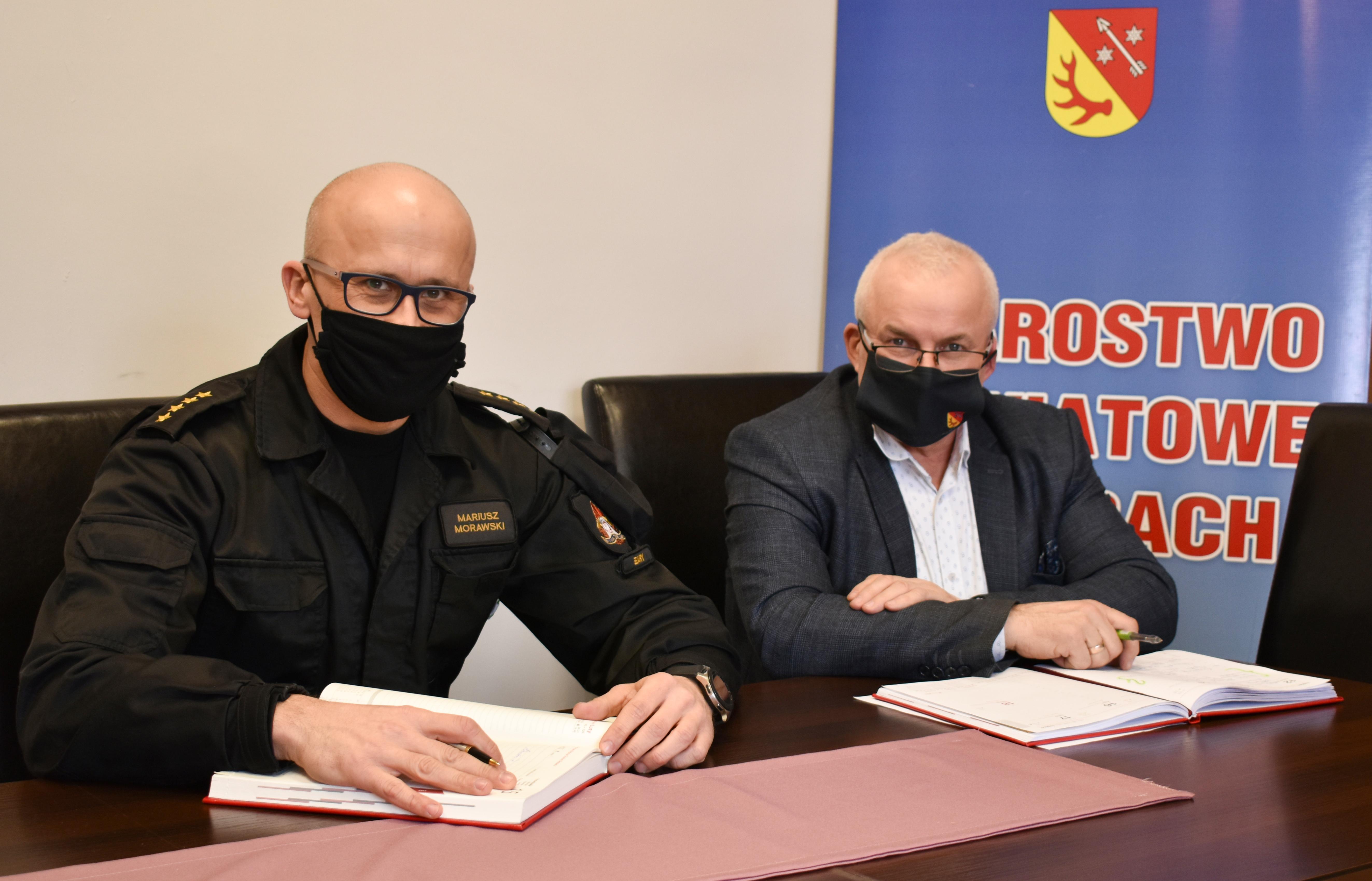 Ilustracja do informacji: Spotkanie Starosty z Komendantem Powiatowym PSP w Żarach.