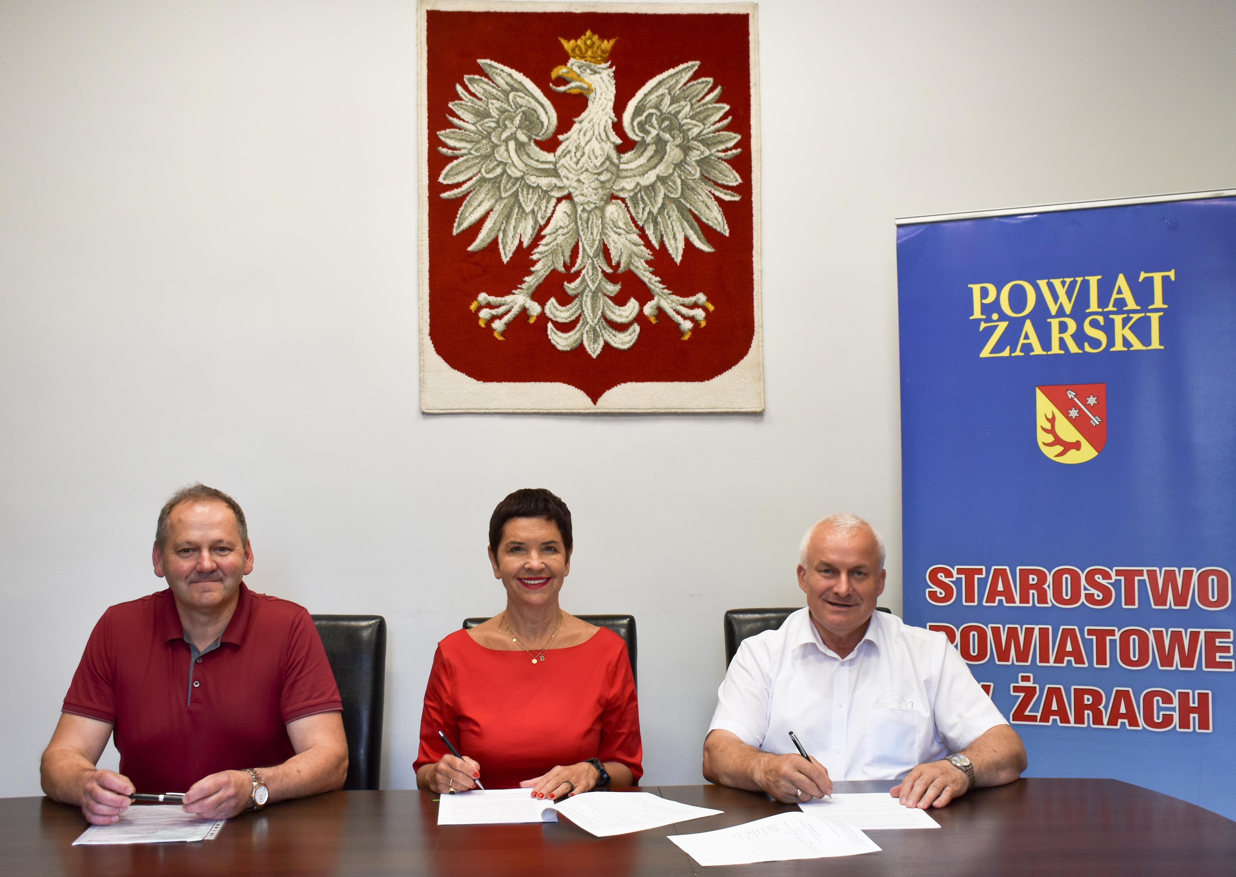 Ilustracja do informacji: Umowa na przebudowę podpisana! Mieszkańcy miejscowości Mokra będą mieli nową drogę