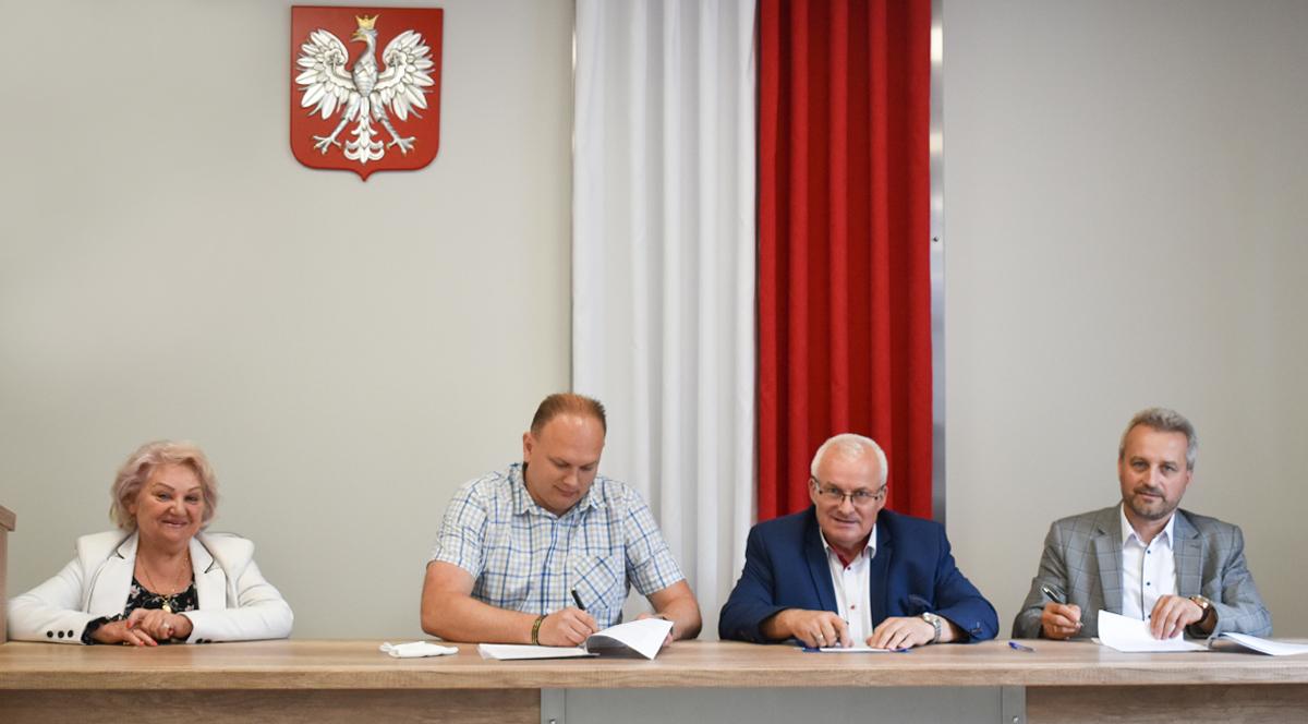 Ilustracja do informacji: Umowa na przebudowę drogi w Mielnie podpisana!